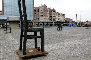 Detalle de la Plaza de los héroes del gueto (Bohaterów Guett) (Cracovia)