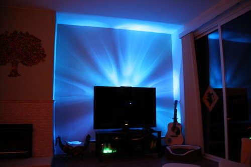 un clairage led pour votre tv. Black Bedroom Furniture Sets. Home Design Ideas