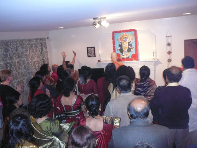 Swamiji leads the devotees through chanting