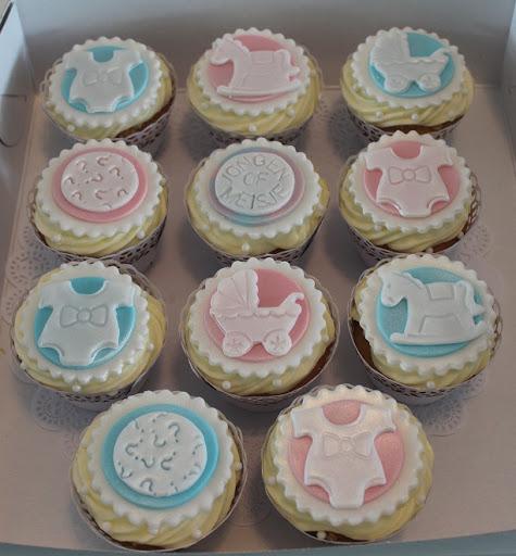 He or She Cupcakes.JPG