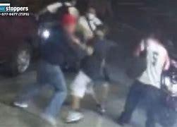 VIDEO: Alerta en Queens por pandilla que golpea y asalta a transeúntes y dueños de negocios