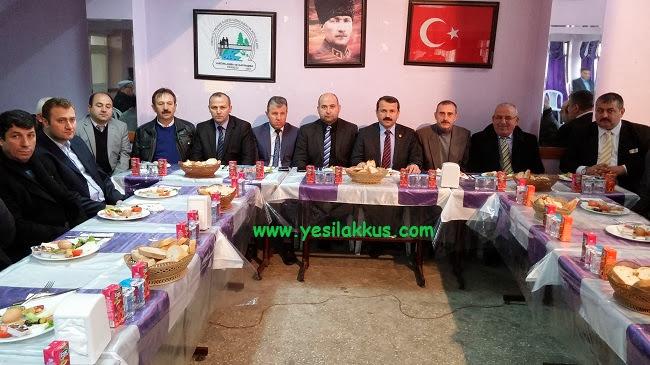 ak-parti-akkus-aday-isa-demirci-istanbulda-kahvalt-da-derneklerle-bir-aradayd
