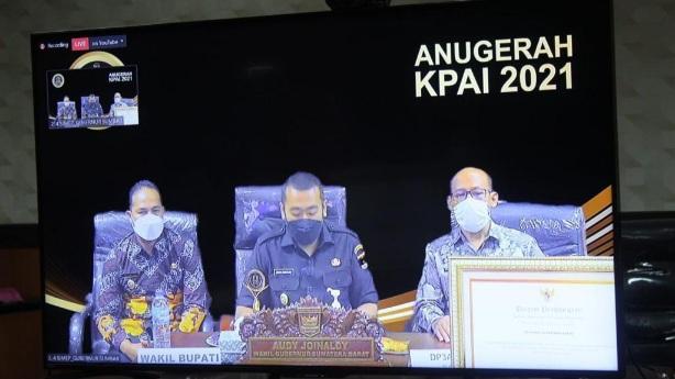 Sumbar Terima Penghargaan Anugrah KPAI 2021