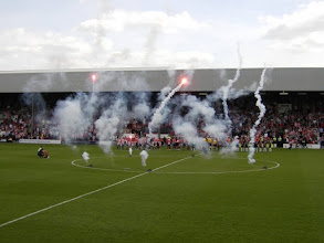 Photo: Brentford FC - Luton Town 2-0 (League 2), Griffin Park, toeschouwers 10.223 (all-ticket).