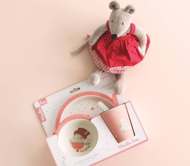 Personalised your gift at Lovingly Signed. Inilah kelainan yang mungkin korang cari-cari untuk yang tersayang.