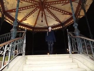 2018.01.07-065 Stéphanie et le kiosque à musique sur les Champs-Elysées