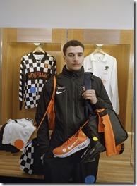 Nike x Off-White Football Mon Amour (2)