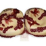 6. kép: Ünnepi torták - 60-as alakú bordó virágos szalagos torta
