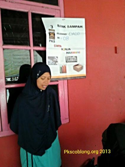 Ibu Yeni yang rumahnya menjadi tempat Bank Sampah