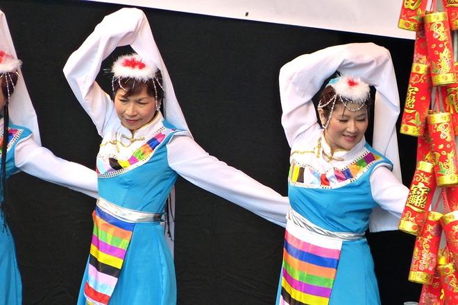 Китайский Новый Год. Танец с длинными рукавами.