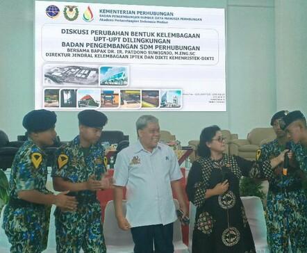 KEMENHUB AKAN MELAKUKAN PERUBAHAN TERHADAP KELEMBAGAAN AKADEMI PERKERETAAPIAN INDONESIA (API) MENJADI POLTEK PERKERETAAPIAN INDONESIA