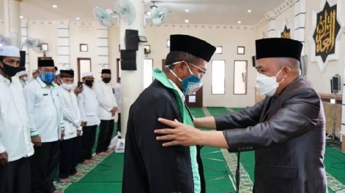Persiapan MTQ Tanah Bumbu ke 17 selesai sudah. Ditandai pengukuhan Majelis Dewan Hakim dan Dewan Juri oleh Bupati Sudian Noor di Masjid Darul Azhar, Rabu (27/1/20) siang tadi.