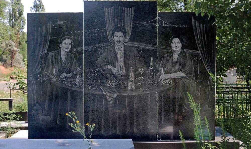 gangster-cemetery-yekaterinburg-1