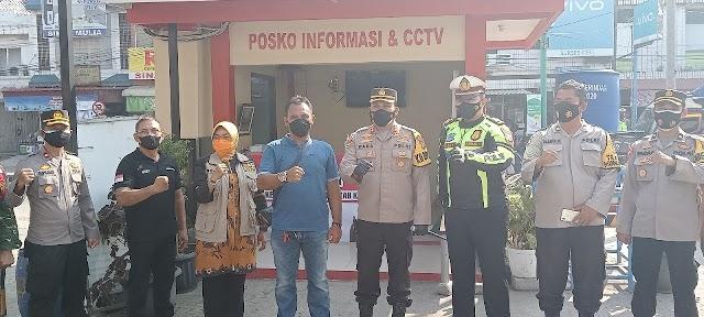 Polres Karawang Cek Kesiapan Posko PPKM Pasar Tradisional Hingga Bagikan Sembako.