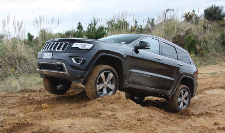 Jeep Grand Cherokee 2013 looks very similar on the outside to the 2010 model