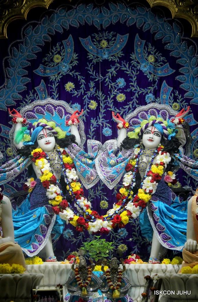 ISKCON Juhu Sringar Deity Darshan on 7th July 2016 (49)