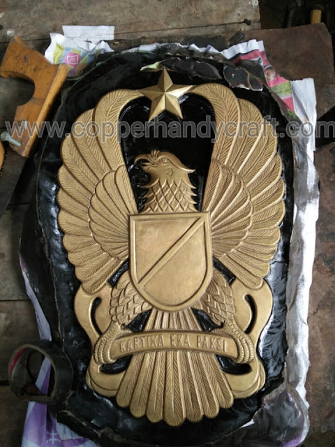 kerajinan-logo- garuda-tembaga-dan-kuningan