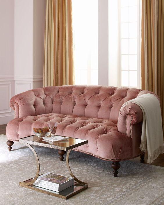 sofá tapizado con tapicería rosa cuarzo