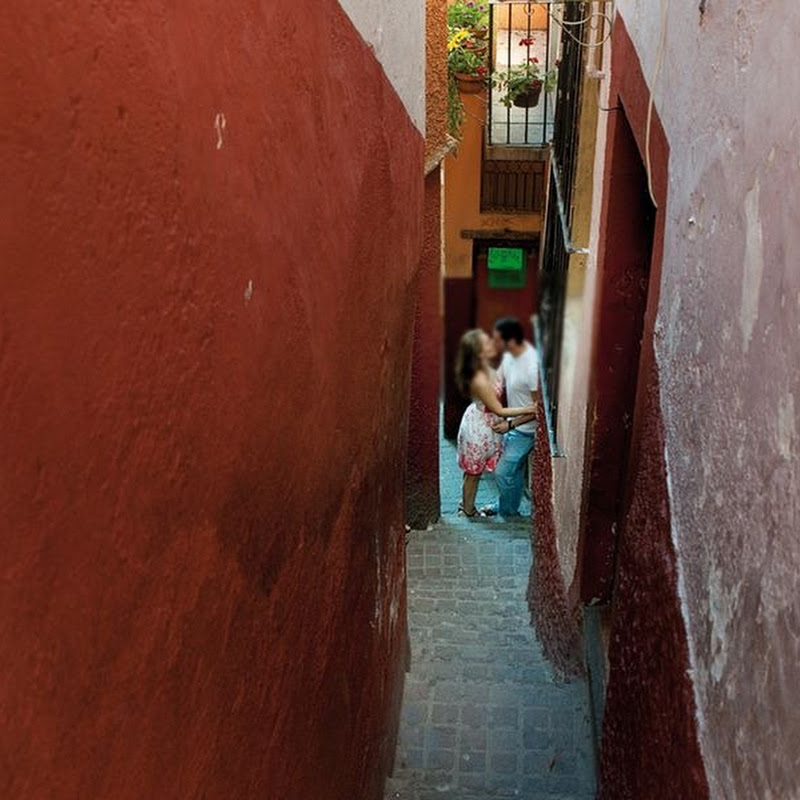 El Callejon del Beso, The Alley of The Kiss