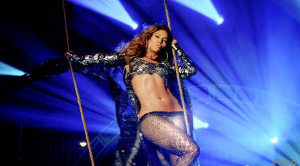 Jennifer Lopez sexy en el vídeo de Live it up