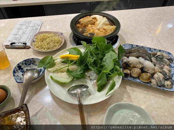 香香石頭火鍋 七賢店