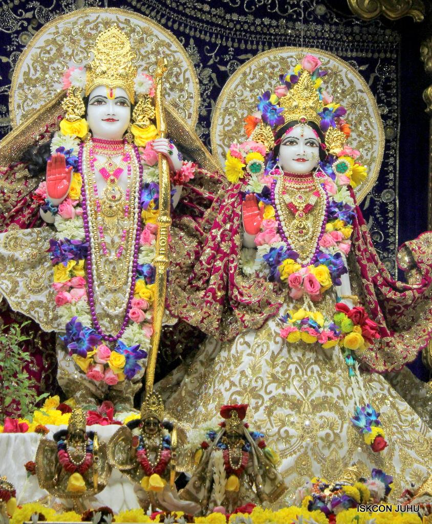 ISKCON Juhu Sringar Deity Darshan on 24th Oct 2016 (34)