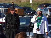 Balra Link Lajos, a délvidéki Aracs turizmus vezetője és a rendezvény műsorvezetője, jobbra pedig Ambrózi Zoltán, a zsűri elnöke.jpg