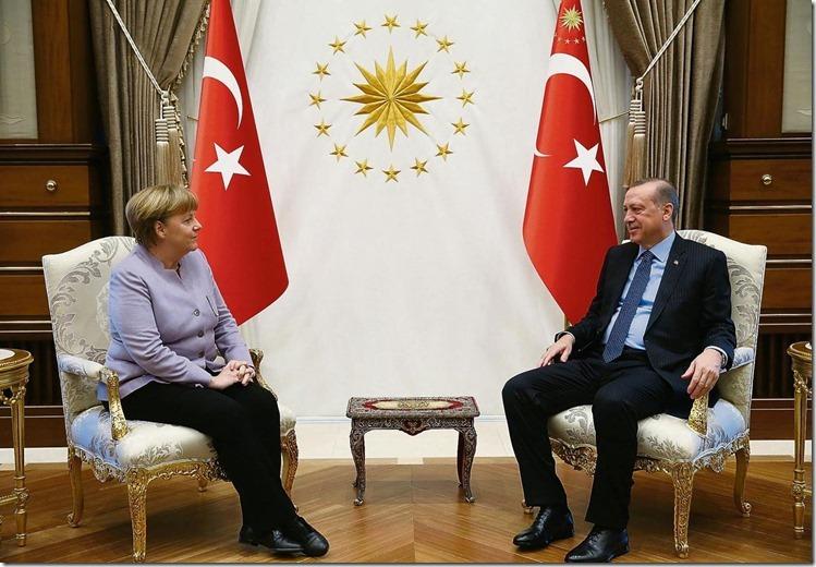 Merkel und Erdogan Stühle einfacher