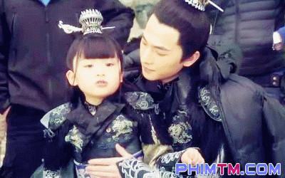 Gia đình Tam Sinh của Dương Dương - Lưu Diệc Phi ngọt như mật ngày lễ Thiếu nhi - Ảnh 2.