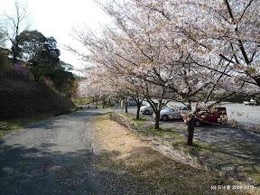 右手に見える駐車場は横山ビジターセンターの駐車場です。