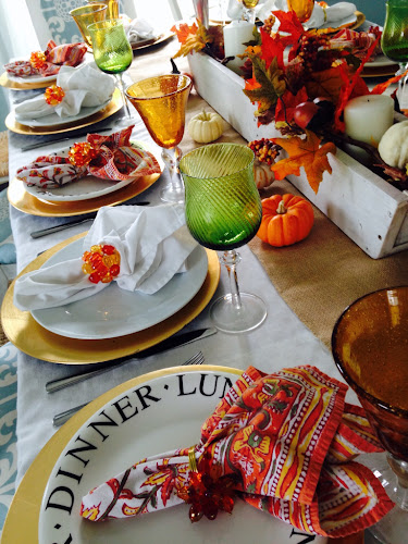 Set fall Thanksgiving table