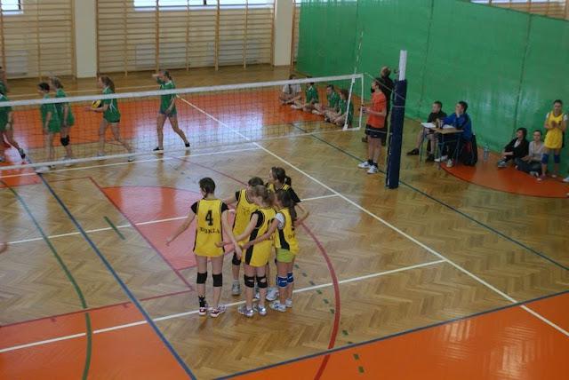 Zawody siatkarskie dziewczat 1 marca 2011 - DSC09334_1.JPG