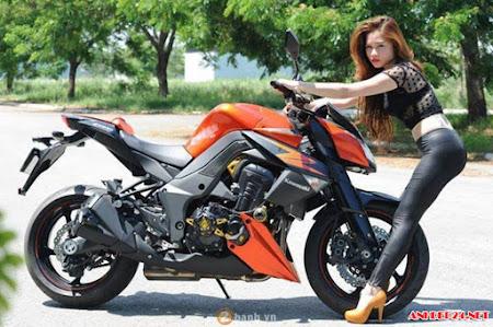 Tổng hợp gái đẹp bên Kawasaki Z1000