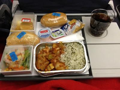 Jantar servido um voo TAP entre São Paulo e Lisboa