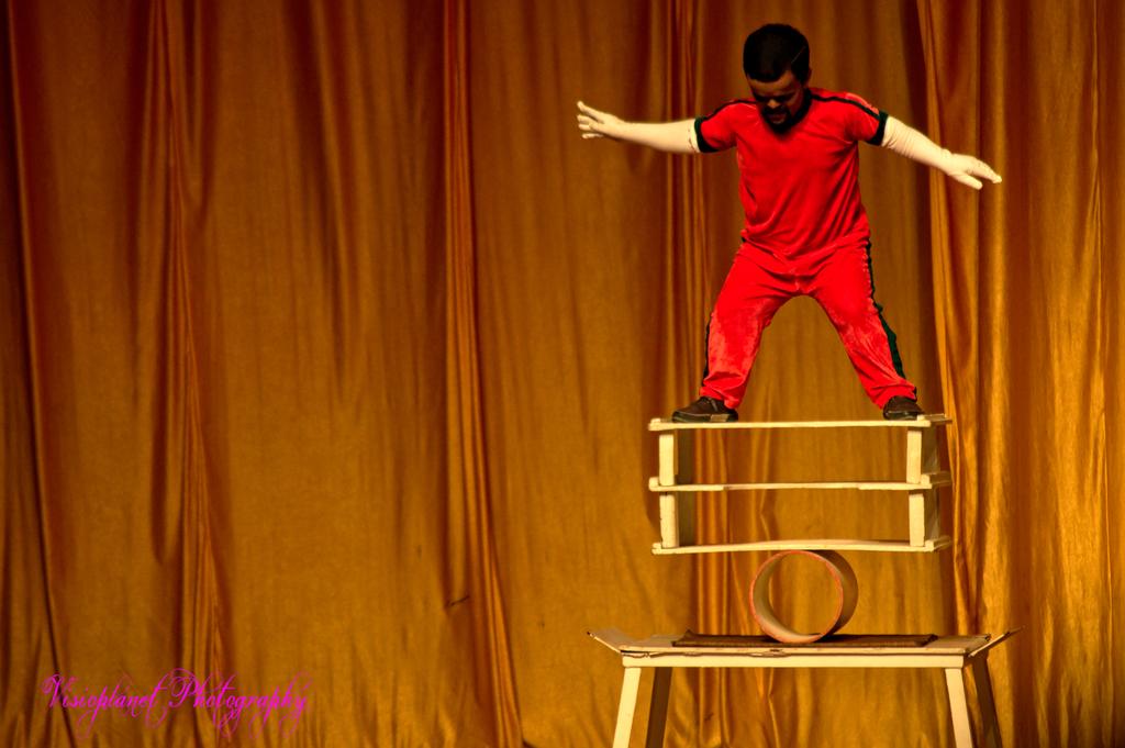 The showman by Sudipto Sarkar on Visioplanet