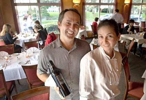 Carlos Kainz and Julie Guerrero at Dulces Latin Bistro in Madrona [2008 Seattle Times/Betty Udesen]