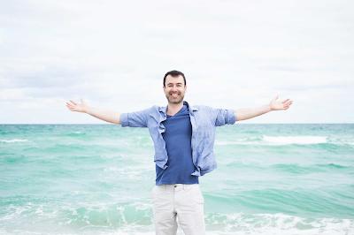 Yaro Starak on beach