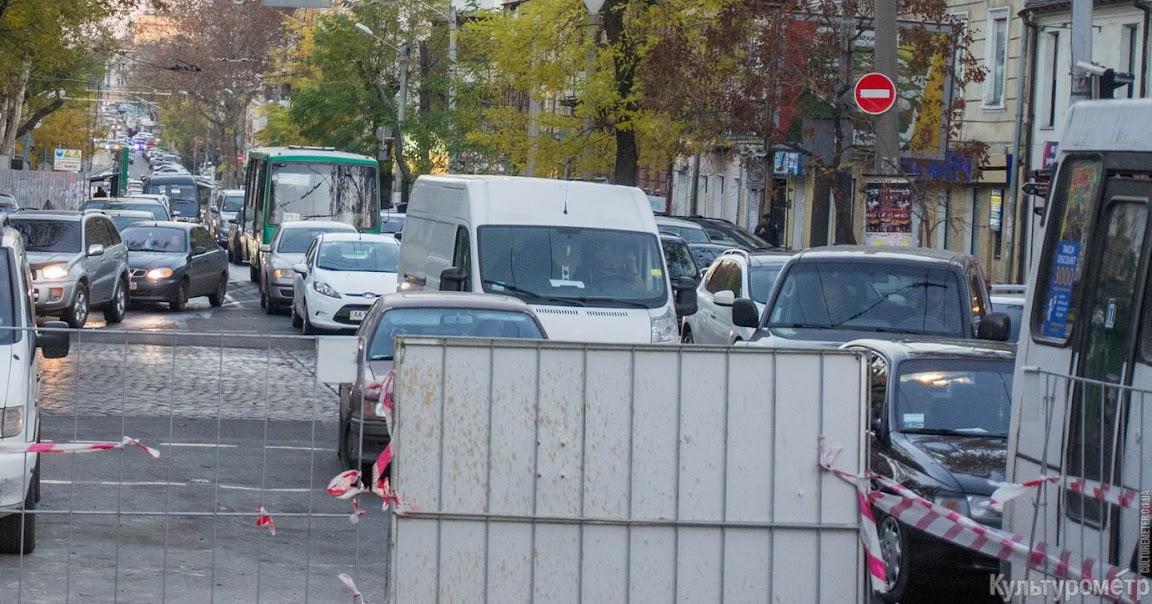 DSC06455 Одесская улица превратилась в сплошную пробку (ФОТО)