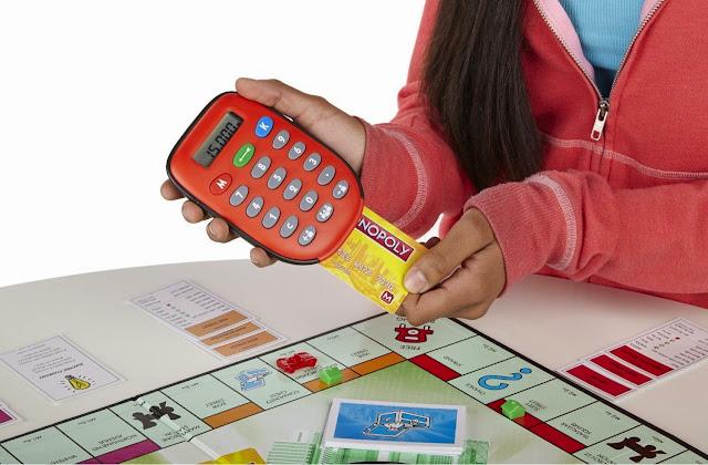 Cờ tỷ phú tiếng Anh Monopoly Electronic Banking được áp dụng công nghệ hiện đại