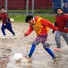 Tierra Porteña recibió implementación deportiva para su Escuela de Fútbol