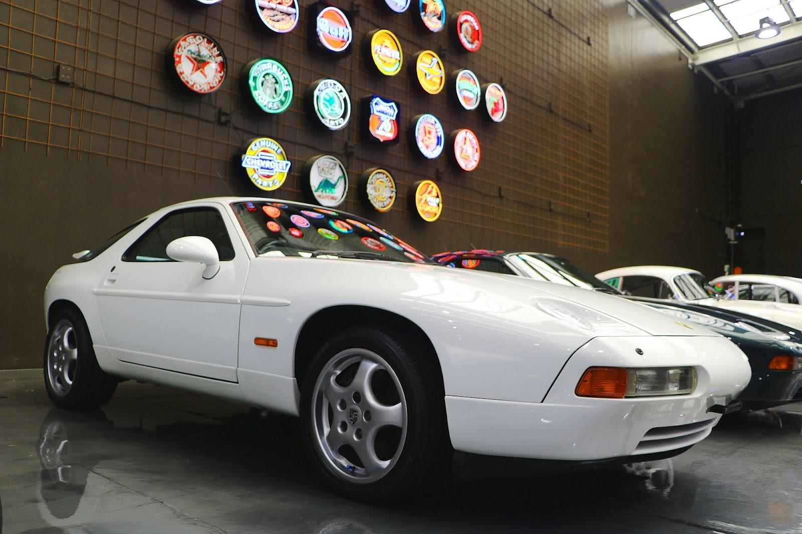 Porsche 928 (02).jpg
