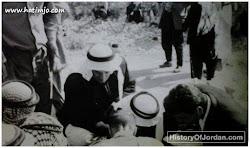 أثناء الإحصاءات العامة بالمملكة ويظهر بالصورة الحاج المرحوم عليان عبدالله غرايبة في بلدة حوارة / اربد ، ما بين عام 1960 وعام 1970