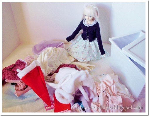 Let's sort doll clothes!