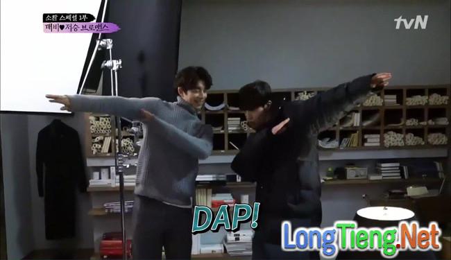 """""""Goblin"""" tập đặc biệt: Gong Yoo còn """"tình cảm"""" với Lee Dong Wook hơn cả Kim Go Eun! - Ảnh 1."""