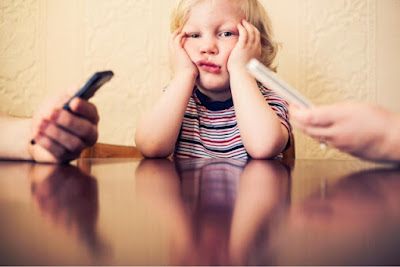 Parent's smartphones harming childrens' ability to hold conversation, say teachers