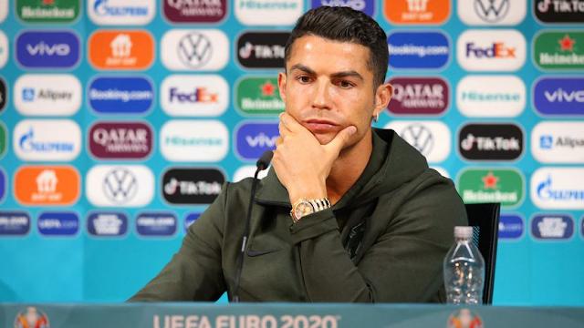   Video  Viral: Cristiano Ronaldo rechaza una Coca-Cola y la empresa pierde casi 4.000 millones de dólares de valor en Bolsa