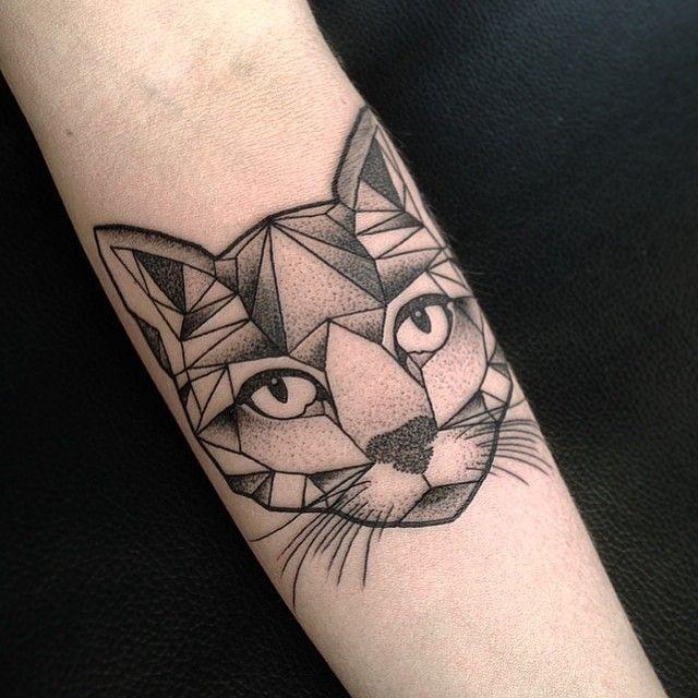dotwork_cabeça_de_gato_antebraço_tatuagem