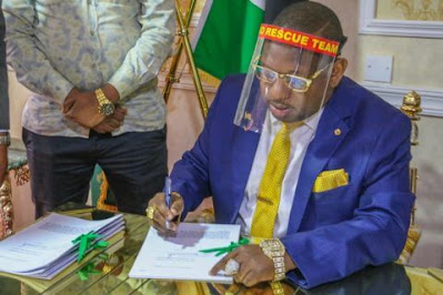 Photos of Mike Sonko signing budget appropriation bill.