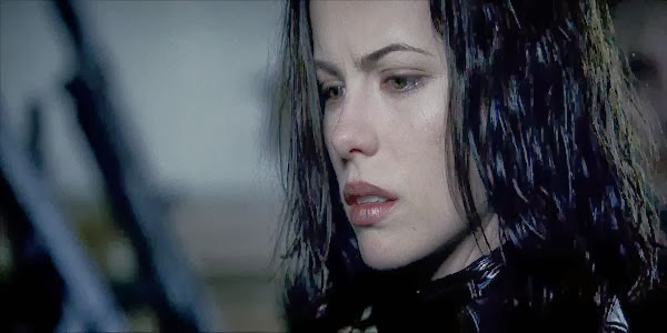 Screen Shot Of Hollywood Movie Underworld (2003) In Hindi English Full Movie Free Download And Watch Online at Alldownloads4u.Com