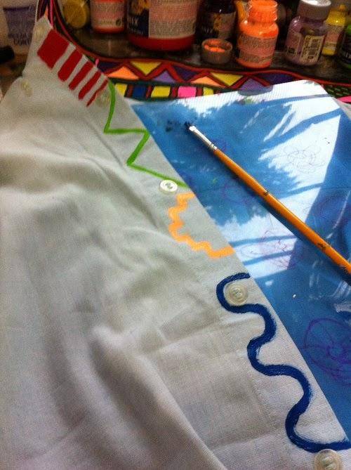 Customização de camisa masculina com estampa étnica